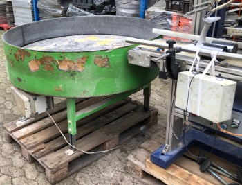 Packaging machine turntable
