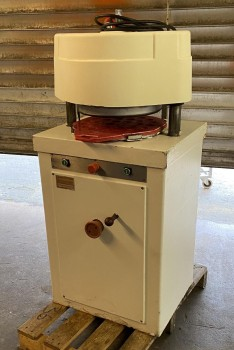 Lippelt Rotamat bread press